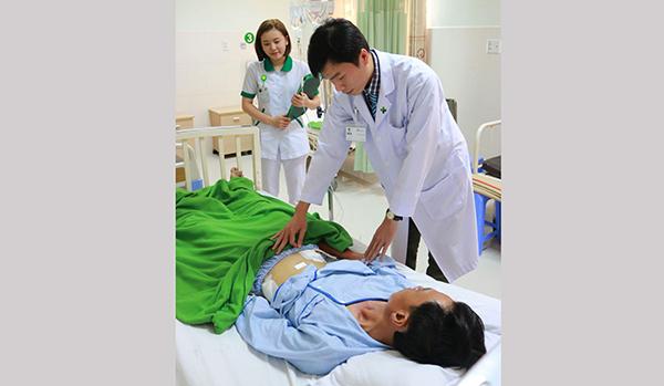Phẫu thuật thành công cho bệnh nhân bị đâm thủng ruột bằng đũa