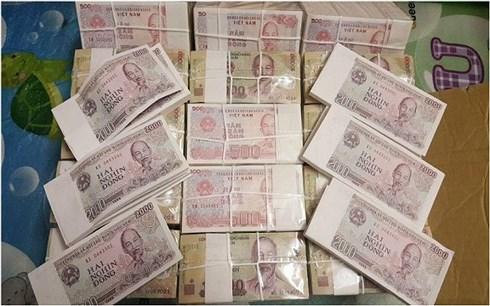 Khó đổi tiền mới, tiền lẻ tại ngân hàng, chợ đen hét giá