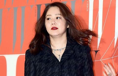 Á hậu Hàn Quốc xô xát đạo diễn, quát mắng nhân viên ở phim trường