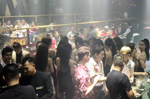 Cảnh sát phong tỏa hai quán bar, ngăn dân chơi Sài Gòn ném ma tuý