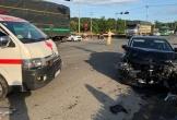 Xe chở bệnh nhân về quê bị tai nạn, y tá văng khỏi xe