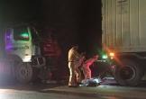 Nghệ An: Tông đuôi xe container, xe đầu kéo nát bét đầu