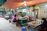 Quán bánh đúc không tên vẫn đông khách trong khu tập thể Hà Nội