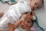 Xót xa vợ chồng trẻ sinh đôi hai bé gái thì