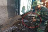 Đào đất xây nhà, tá hỏa phát hiện quả đạn cối
