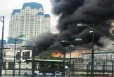 Cháy lớn gần điểm phát vé chung kết AFF Cup, cột khói bốc hàng chục mét