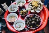 Quán ốc hơn 2 thập kỷ ở Hà Nội: Khách phải gọi món bằng tay