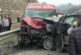 Hai người tử vong trong vụ ôtô 7 chỗ tông xe khách trên cao tốc
