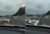 Clip: Bức xúc cảnh ô tô chạy ngược chiều trên cao tốc Vân Đồn - Hạ Long