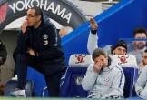 HLV Sarri bị CĐV Chelsea sỉ vả ngay trong trận đấu với MU