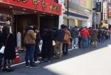 Khách xếp hàng dài chờ ăn phở Thìn Lò Đúc bán ở Nhật