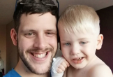 Nụ cười nhếch mép của bé trai báo động ung thư