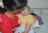 Xót thương bé gái bị bỏ rơi, chống chọi với căn bệnh viêm não nguy hiểm