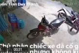 Video: Chủ nhà bất lực đuổi theo tên trộm xe máy nhưng không kịp
