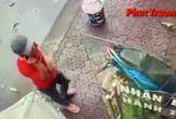 Video: Nam thanh niên lân la vào cửa hàng, trộm chim trong 10s