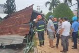 Lốc xoáy cuốn sập và tốc mái 75 căn nhà ở Cần Thơ