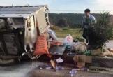 Xe chở hàng cứu trợ gặp tai nạn, tài xế nguy kịch