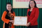 Nữ bầu gánh hát tuồng cổ duy nhất miền Tây được Chủ tịch UBND TP Cần Thơ tặng Bằng khen