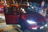 Người phụ nữ chặn đầu xe Mazda CX5, đánh ghen dữ dội ở Hồ Tây