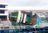 Du thuyền tiền tỷ bất ngờ lật nghiêng khi đang neo đậu ở cảng Tuần Châu