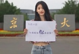 Ảnh nữ sinh viên cổ vũ sĩ tử Trung Quốc gây tranh cãi