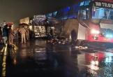 Ngủ dưới xe buýt, 18 người bị xe tải cán chết