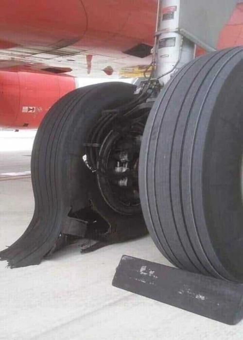 Hình ảnh chiếc lốp bị hỏng