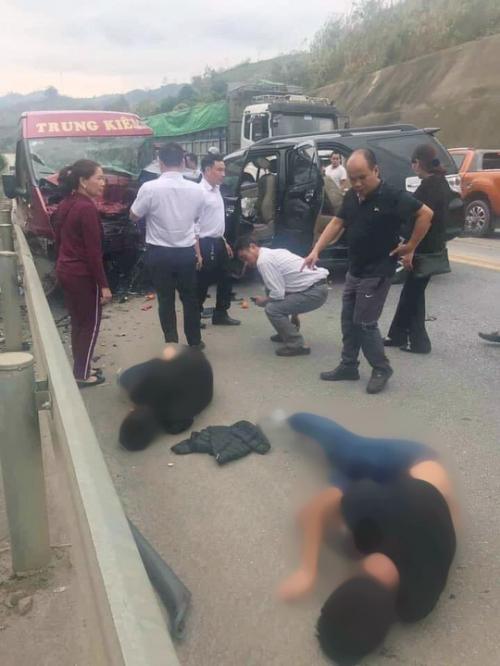 2 xe bị thương